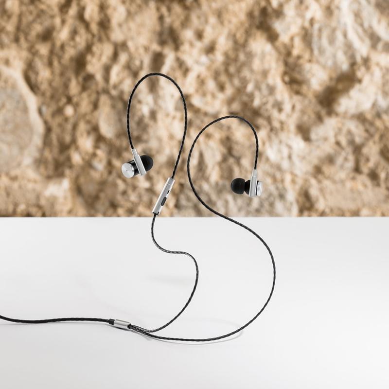 Kõrvaklapid mikrofoniga VIBRATION